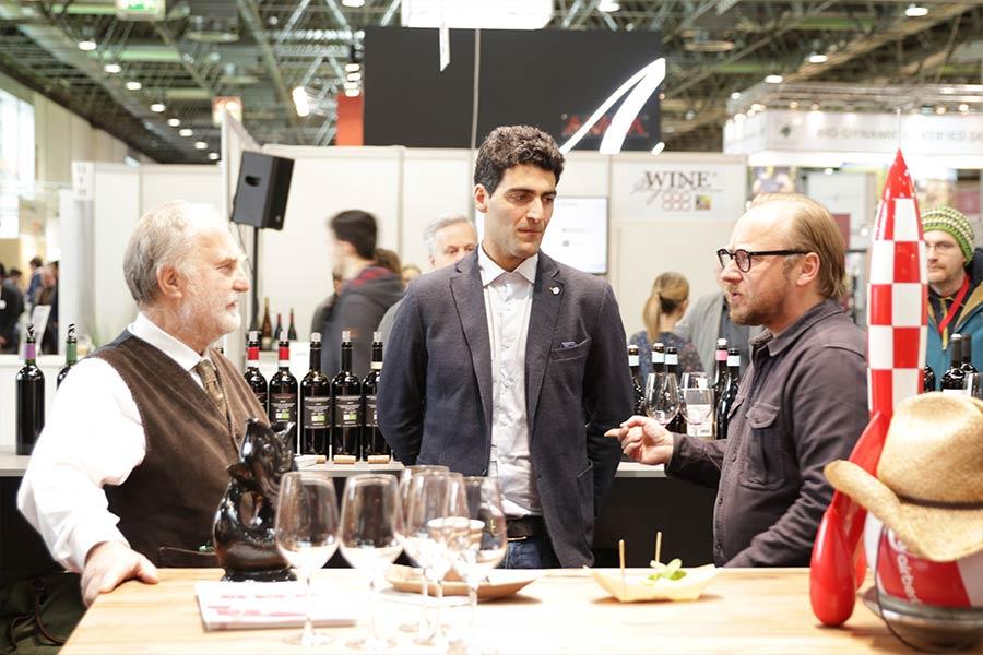 Promotion wie auf der Messe ProWein 2018 hier mit Lionel & Andrea vom Weingut Cupano, ist nicht nur anstrengend, sondern auch kostspielig.